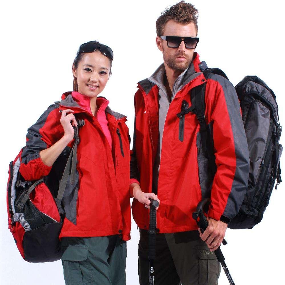 冲锋衣和防寒服有什么区别?小编就为大家介绍一下,其实冲锋衣和防寒服两者是互通的,以为两者都具有防寒的功能,但是两者在使用的场景上面具有一定的差别。